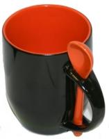 Кружка хамелеон черная с ложкой, оранжевая внутри.