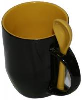 Кружка хамелеон черная с ложкой, жёлтая внутри.